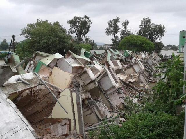 Seven persons, including a woman and four minors, were killed and three others injured when a house collapsed onSaturday.