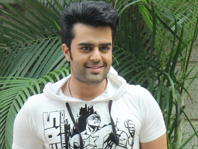 Actor Manish Paul says he doesn't react to news reports regarding the money he makes.
