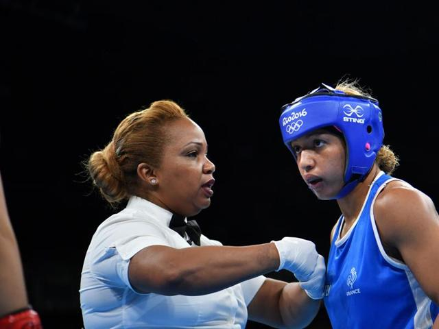 France's Estelle Mossely (left) defeated China's  Yin Junhua by a 2-1 split decision.