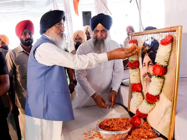 CM Parkash Singh Badal paying homage to Harchand Singh Longowal at the village Longowal in Sangrur on Saturday.
