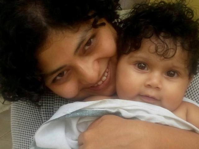 Working mother,Facebook post goes viral,Baby sleeps on floor