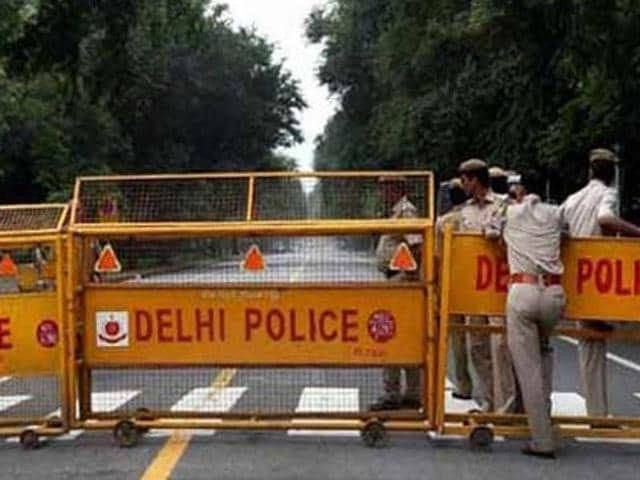 The Delhi Police constable, who suffered serious head injuries, was taken to a hospital where he was declared brought dead.