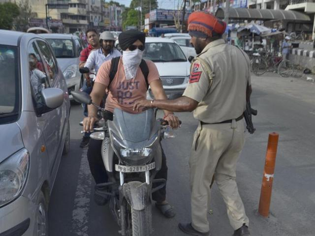 While the Amritsar police booked 24 men for having their face covered while riding two-wheeler in the city on Saturday, women offenders stopped at various nakas were let off with a warning.
