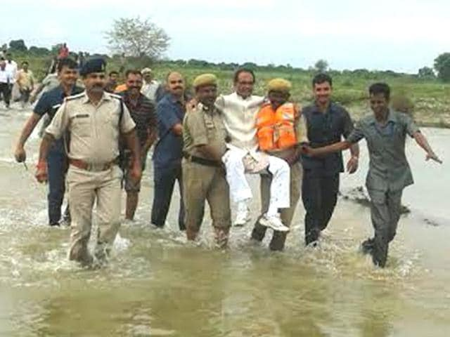Chief minister Shivraj Singh Chouhan visited flood affected Samtana village in Panna district on Sunday. In a flooded area of the district, Chouhan was carried by security personnel above the water level.