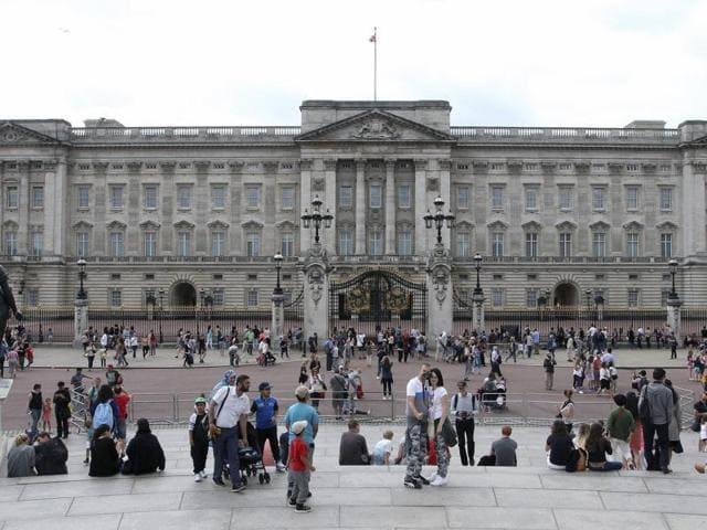 Gardener in Buckingham Palace,Buckingham Palace,Queen Elizabeth II