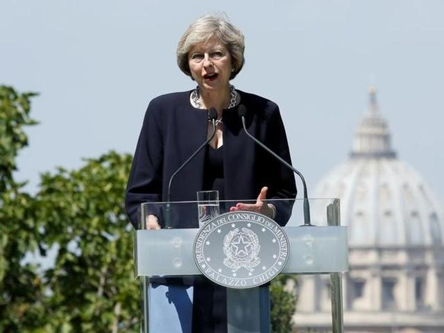British Prime Minister Theresa May's ambitious plans to curb excessive pay for top company executives could prove unpopular.