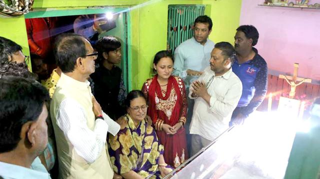 Chief minister Shivraj Singh Chouhan with Babloo Martin's family members at Maihar in Satna district on Sunday.