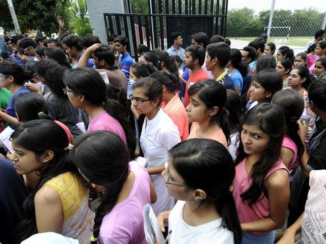 A day after students were told that admissions to medical and dental courses in private and deemed institutes will be carried out by a centralised process, they were still fumbling.