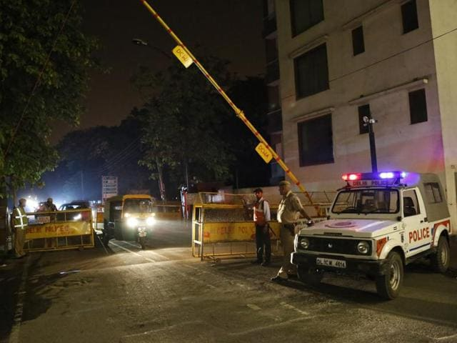 Barricading by Delhi Police in Defence Colony of New Delhi. A bungalow in the area was burglared on Sunday night.