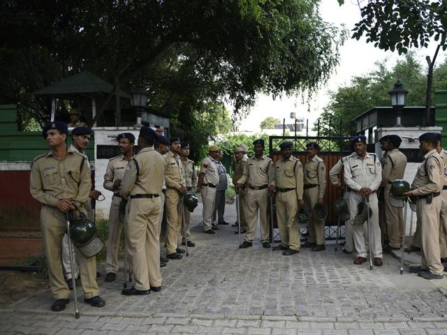 Security personnel outside 7 Akbar Road to evict Payal Abdullah, the estranged wife of former Jammu and Kashmir CM Omar Abdullah, after the Delhi high court order.