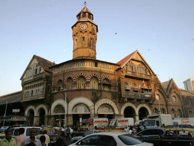 New Vasantashram is a lodge built inside Narasimha Mansion, Crawford Market, in 1947.