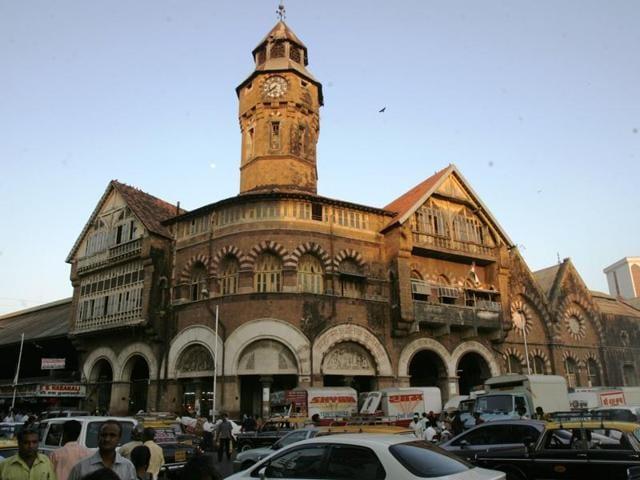 New Vasantashram is a lodge built inside Narasimha Mansion, Crawford Market, in 1947.