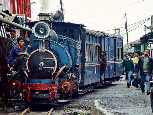 Many famous Hindi songs have been shot on the Toy Train, like Kasto Mazaa (Parineeta) and  Meri Sapno Ki Rani (Aradhana).
