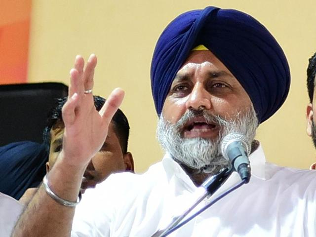 Punjab deputy CM and SAD president Sukhbir Singh Badal at a public rally in Amloh assembly segment on Wednesday. Next to him (left) is Gurpreet Singh 'Raju' Khanna, the local constituency (halqa) in-charge of the party.