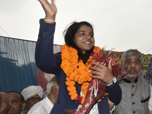 In pics: Olympic medallist Sakshi Malik returns from Rio to grand welcome