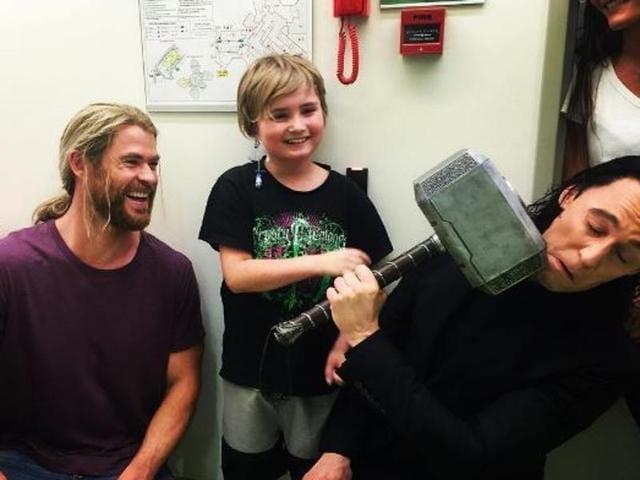 Chris Hemsworth,Tom Hiddleston,Children's Hospital