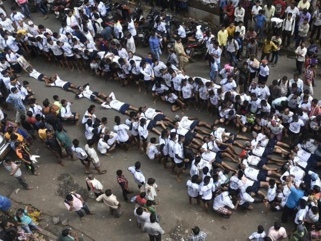 The Kokannagar Govinda Pathak was the first to form a sleeping pyramid on the road around 10 am at Dadar.
