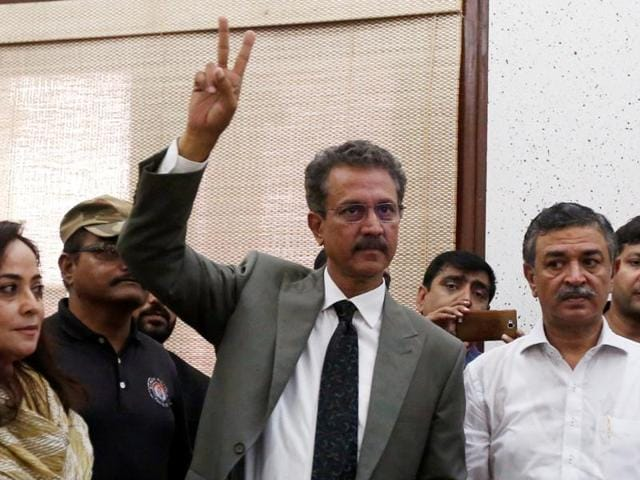 Waseem Akhtar (centre) of the Muttahida Qaumi Movement (MQM) gestures as he arrives to cast his ballot for mayor at the Municipal Corporation Building in Karachi on Wednesday.