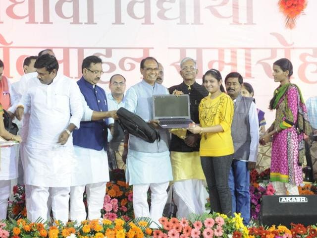 Chief minister Shivraj Singh Chouhan distributes bicycles, laptops in Bhopal on Wednesday.