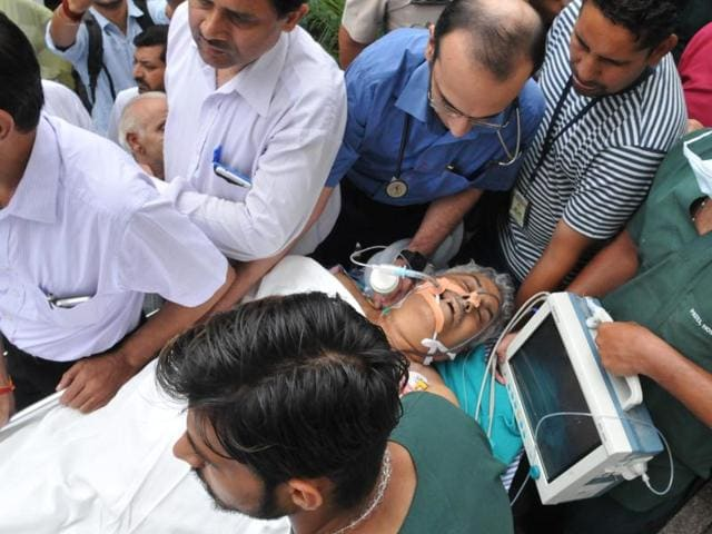 An injured Jagdish Gagneja at a hospital in Jalandhar on August 7.