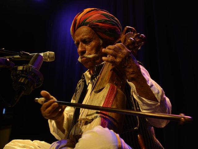 Lakha Khan is one of the few remaining Sindhi sarangi players from Rajasthan.(Courtesy Amarrass Records)