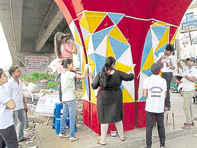 A group of over 100 residents under the banner of 'Youth Network Ghaziabad' take part in the painting drive on Sundays.