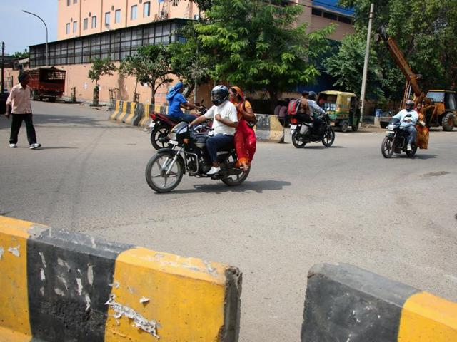 The Noida authority was supposed to remove the central verge, close down several cuts and put up traffic signages so new motorists did not accidentally end up driving in the wrong lane.