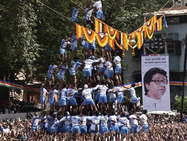 Govindas from Jai Jawan Govinda Pathak group form a 9 layers pyramid at MNS Handi Bhagwati School ground in Thane.