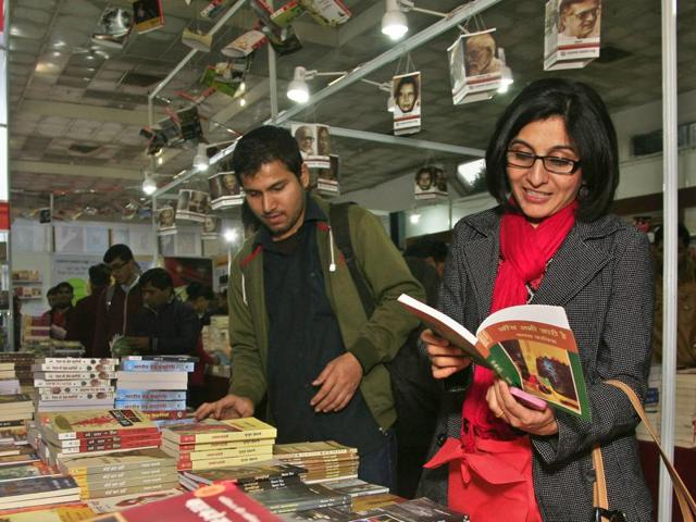 Book lovers at Pragati Maidan, during one of the previous editions of the Delhi Book Fair.(Subrata Biswas/HT)