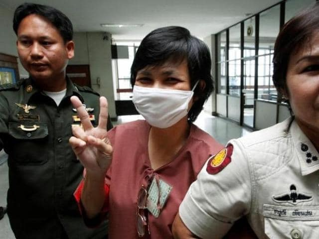 Darunee Charnchoengsilpakul, a supporter of ousted premier Thaksin Shinawatra, gestures after leaving a courtroom in Bangkok in this August 28, 2009 file photo.