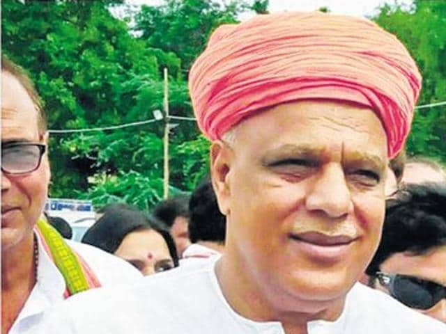 BJP MP Virendra Singh 'Mast' says he turned down a US visa on Friday after being asked by the embassy officials to remove his 'pagdi' for the visa documentation.  However, the US embassy has denied Singh's allegation.