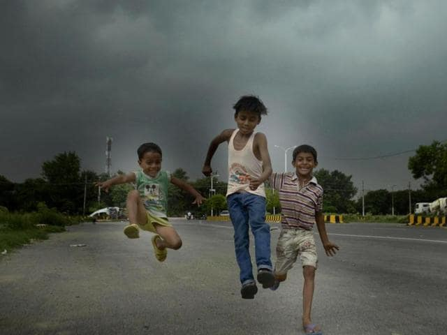 Kids enjoy the weather at Ranjit Avenue in Amritsar on Saturday. (Sameer Sehgal/HT Photo)