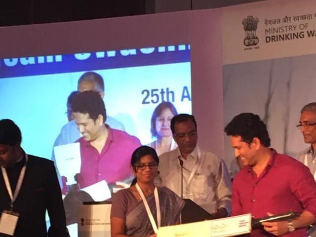 Tendulkar felicitates Harda zila panchayat CEO
