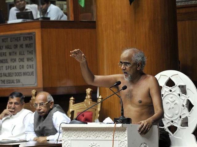 Muni Tarun Sagar giving a discourse in the Haryana assembly in Chandigarh on Friday.