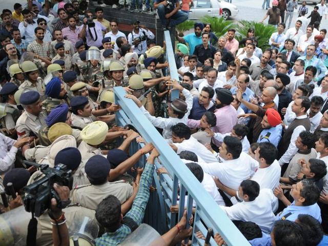 Police trying to push their way into Hotel Park Plaza in Chandigarh on Friday.