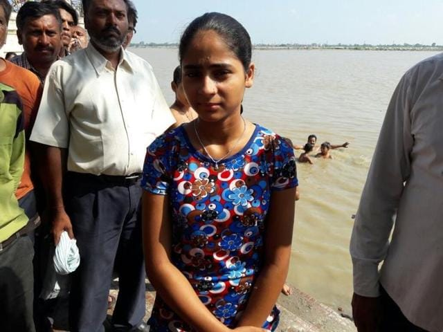 Shraddha Shukla, 11, will swim from Kanpur to Varanasi, a distance of 570km in 10 days.(HT photo)