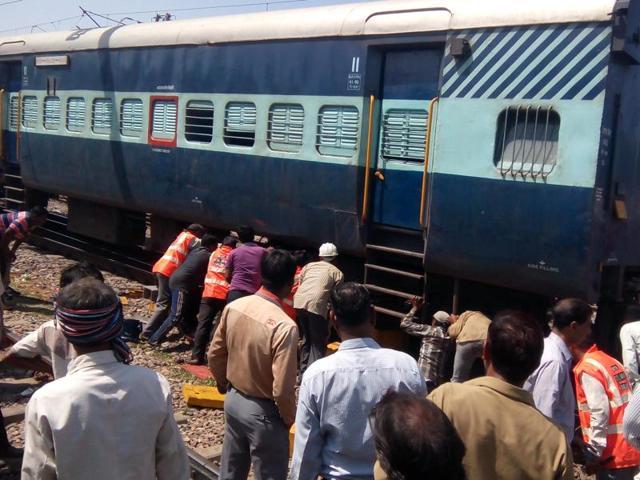 Kerala,Train derailment,Thiruvananthapuram-Mangalore express