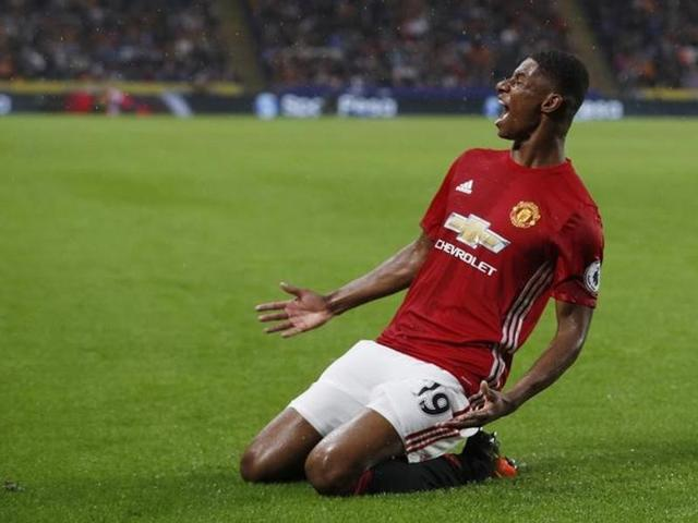 Manchester United were frustrated in wet conditions by Hull's dogged defending before the 18-year-old Rashford struck by converting Wayne Rooney's cross.