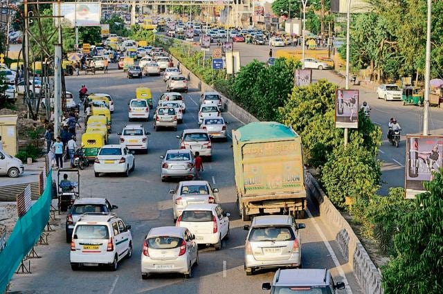 The chief secretary directed the district magistrate and the senior superintendent of police to prepare a blueprint to address the problem of traffic congestion in Noida.