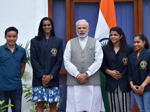 Prime Minister Narendra Modi and sports Minister Vijay Goel pose with Olympic medal winners and Khel Ratna Awardees in New Delhi on Sunday. The players are silver medallist shuttler P V Sindhu (2R) bronze medal-winning wrestler Sakshi Malik (R), gymnast Dipa Karmakar (2L) and ace shooter Jitu Rai (L).