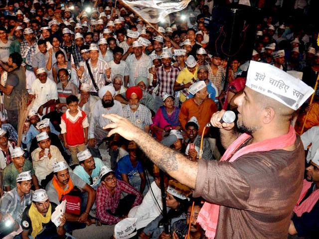 Vishal Dadlani had questioned Tarun Sagar addressing the Haryana assembly and also mocked the monk for appearing in nude.(PTI File Photo)