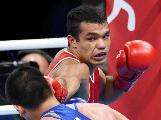 Vikas Krishan (red) lost to Melikuziev Bektemir of Uzbekistan in the quarterfinals in Rio.(PTI)