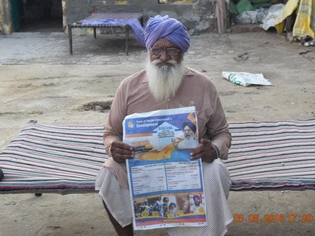 Chela Singh of Kaler village in Faridkot district with the Punjab government advertisement that shows him as one of the pension beneficiaries.