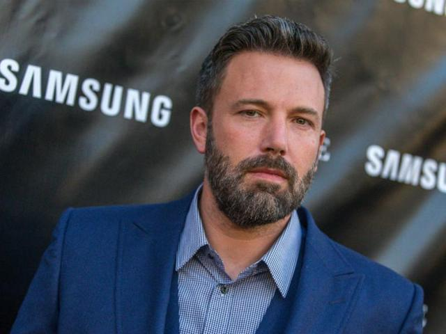Without any prior warning, Ben Affleck posted a short clip of famed DC villain Deathstroke on Twitter and Instagram on Monday.