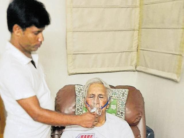 Vidya Sagar Malhotra, 94, had to be nebulised frequently after the RWA of Vipul Belmonte cut off the power supply to four apartments, including his, for 4.5 hours.