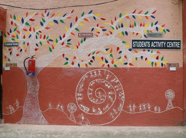 Tribal art on the walls of Kamala Nehru College by students.