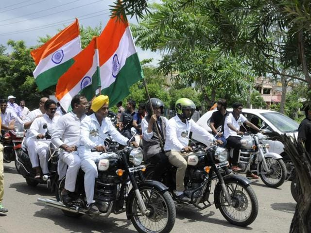 Minister of state for external affairs MJ Akbar (with the tricolour) leads a Tiranga Yatra in Bhopal on Sunday.