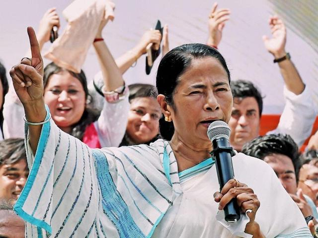 Trinamool Congress and West Bengal CM Mamata Banerjee addresses students an event in Kolkata.(PTI)