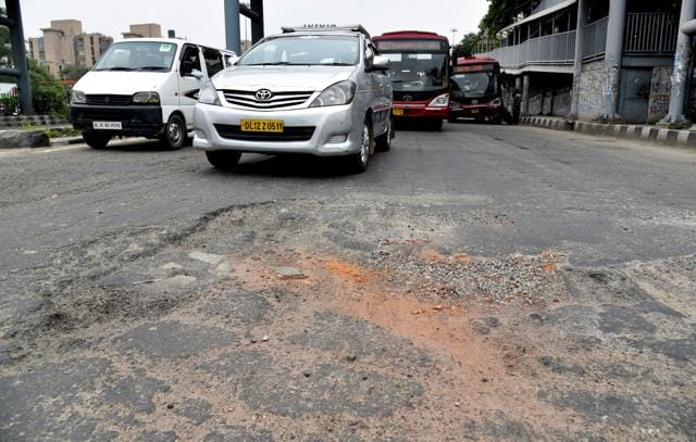 According to motorists, the road surface has eroded and the scattered gravel causes accidents.
