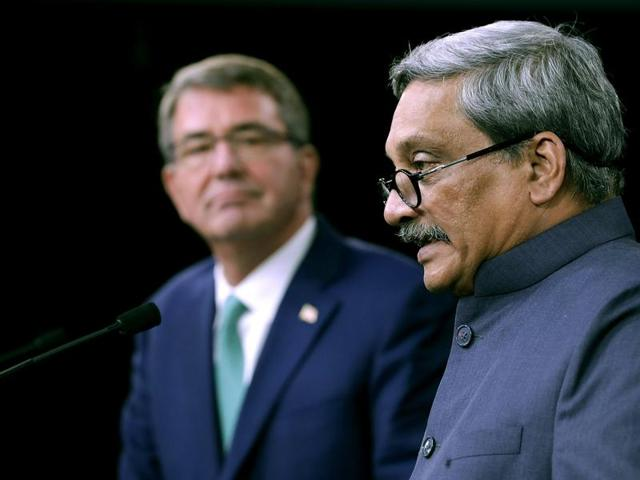 US defence secretary Ashton Carter (L) and Defence minister Manohar Parrikar answer reporters' questions during a joint news conference at the Pentagon.(AFP)